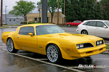 Pontiac Firebird with 20in Forgiato Niddo Wheels