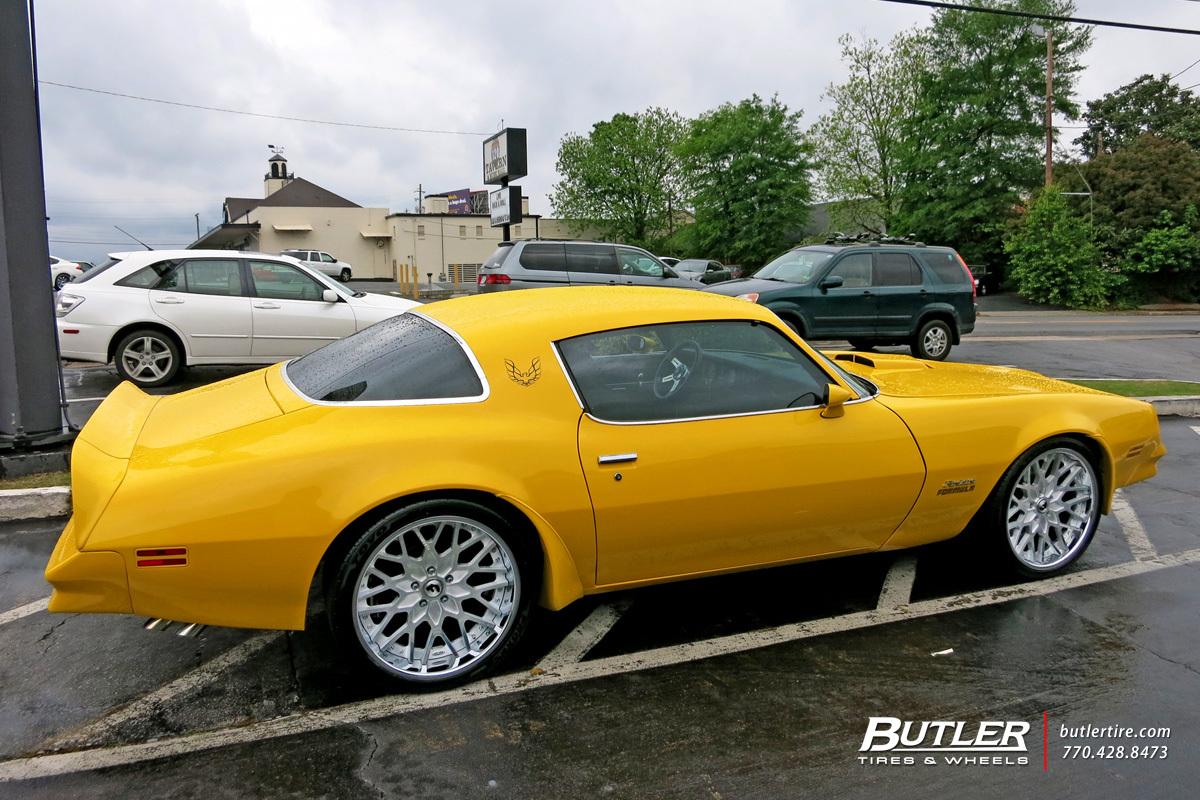 Pontiac Firebird With 20in Forgiato Niddo Wheels