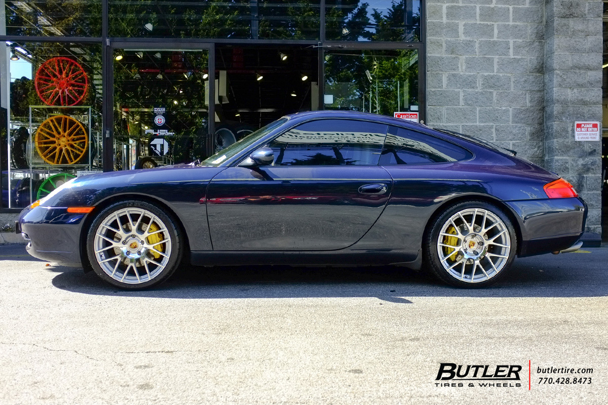 Porsche 911 with 19in Victor Innsbruck Wheels