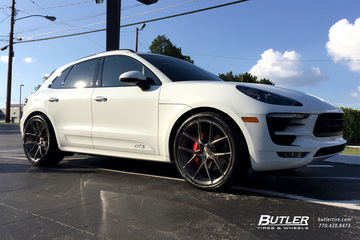 Porsche Macan with 22in Savini BM14 Wheels