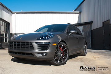 Porsche Macan with 22in Vossen CVT Wheels