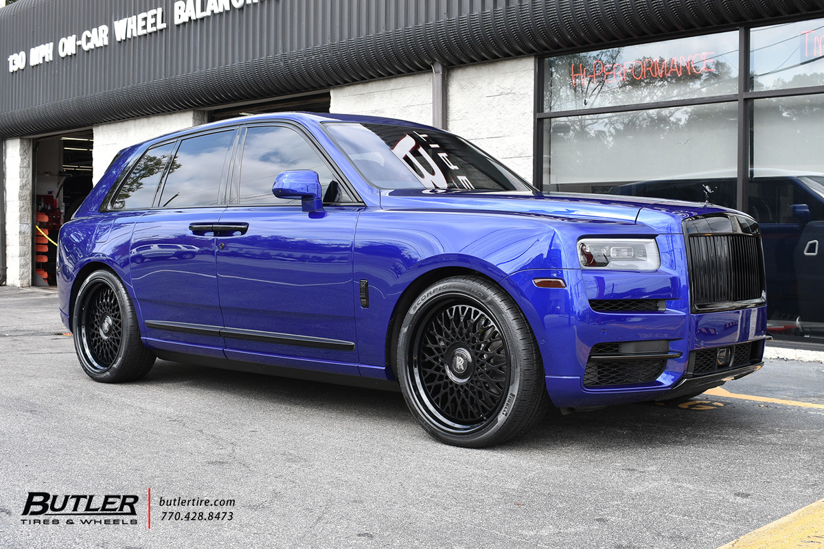 Rolls Royce Cullinan with 24in Rotiform LHR Wheels