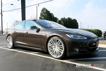 Tesla Model S with 22in Lexani M723 Wheels