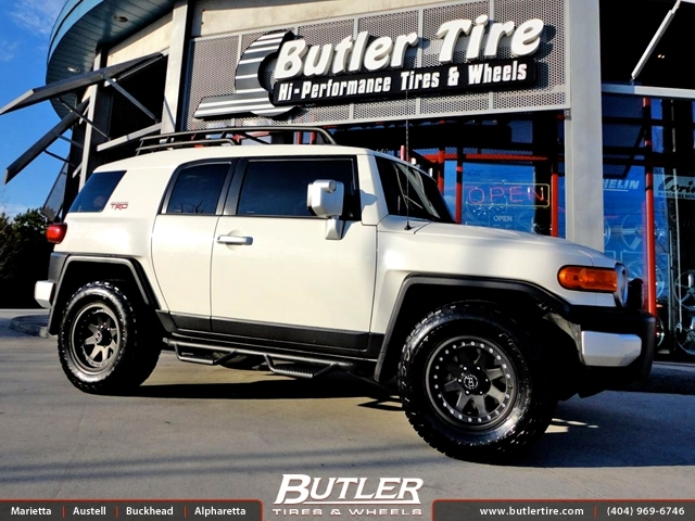 Toyota FJ Cruiser with 17in Black Rhino Imperial Wheels