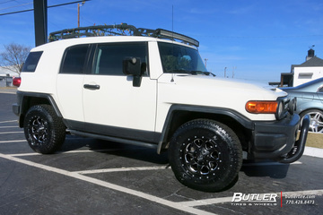 Toyota FJ Cruiser with 17in Fuel Boost Wheels