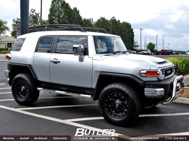 Toyota FJ Cruiser with 17in Fuel Hostage Wheels