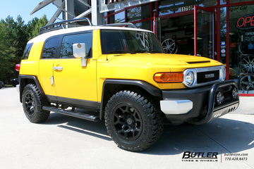 Toyota FJ Cruiser with 18in Black Rhino Overland Wheels