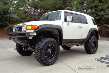 Toyota FJ Cruiser with 18in Fuel Hostage Wheels