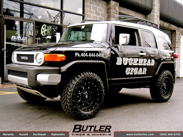 Toyota FJ Cruiser with 18in Fuel Krank Wheels