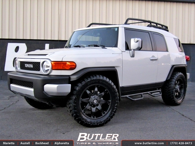 Toyota FJ Cruiser with 20in Fuel Octane Wheels