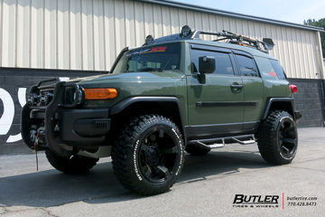 Toyota FJ Cruiser with 20in XD Rockstar II Wheels