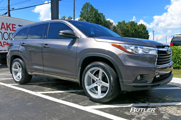 Toyota Highlander with 20in Vossen CV3-R Wheels