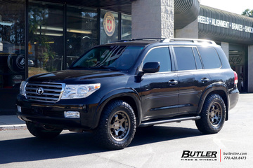 Toyota Land Cruiser with 18in Black Rhino Bantam Wheels