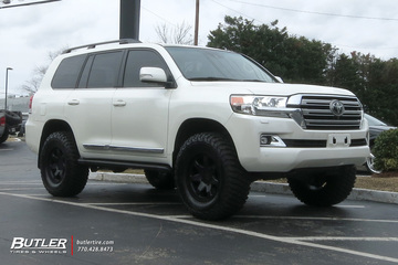 Toyota Land Cruiser with 18in Level 8 Slam Wheels