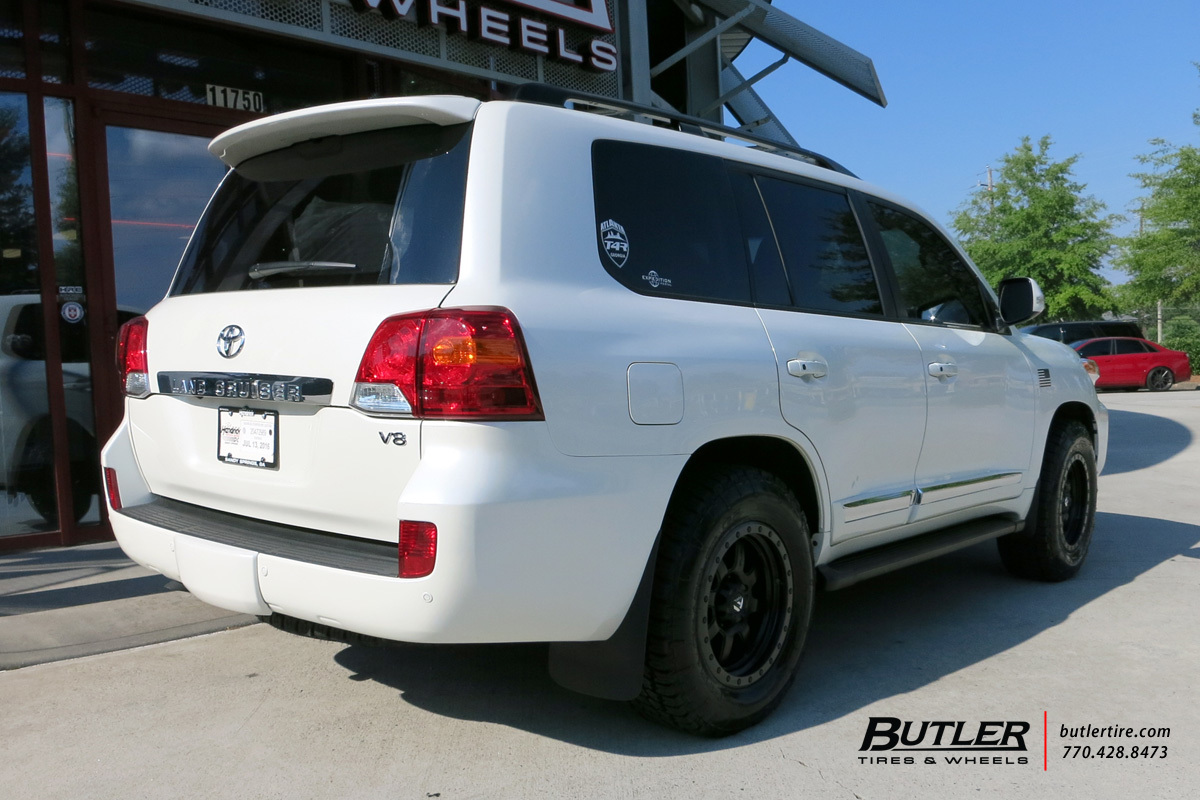 Toyota Landcruiser With 18in Fuel Trophy Wheels