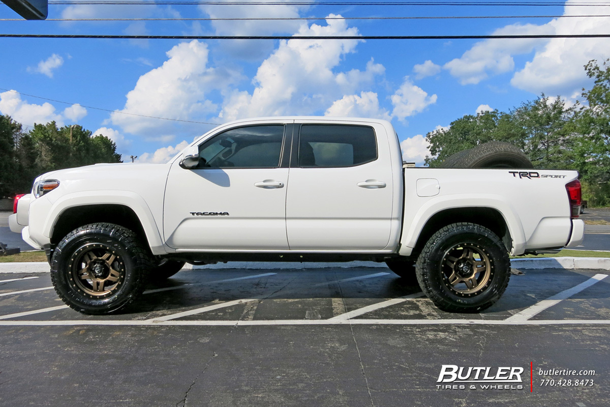 Toyota Tacoma with 18in Fuel Anza Wheels