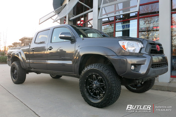 Toyota Tacoma with 18in Fuel Hostage Wheels