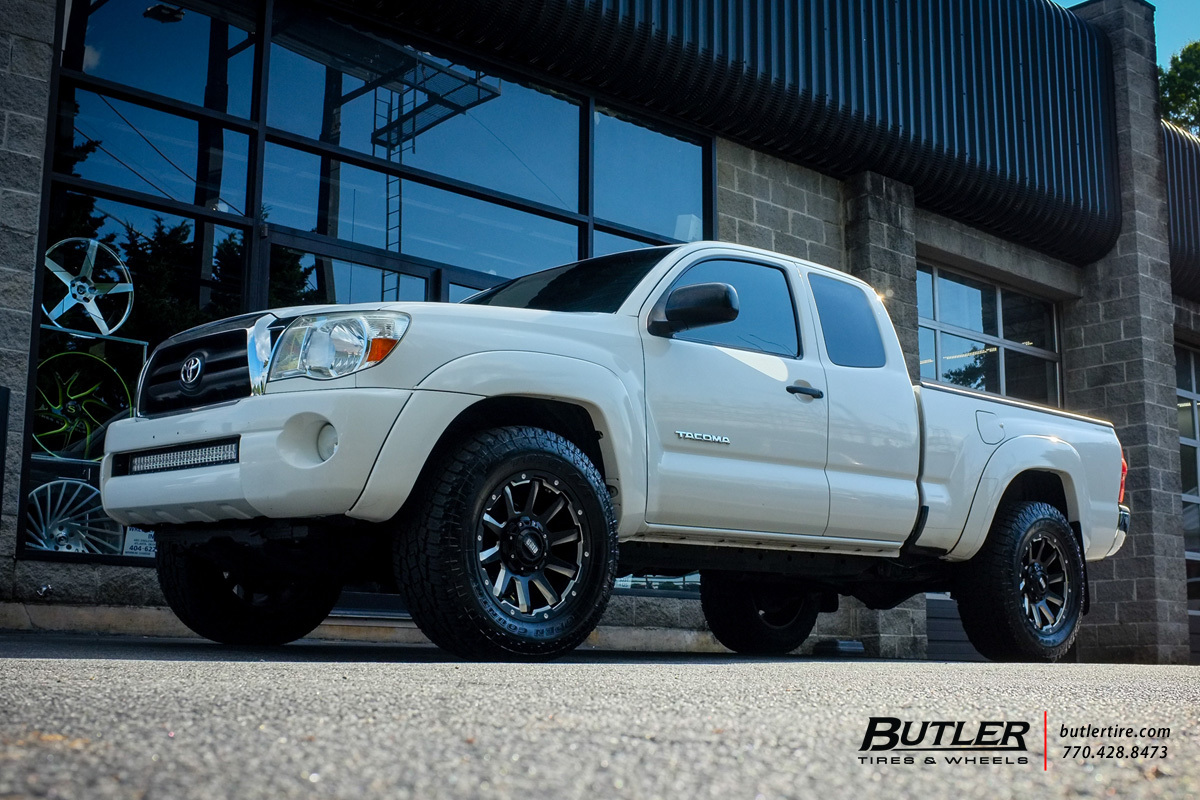 Toyota Tacoma with 18in Grid Offroad GD5 Wheels
