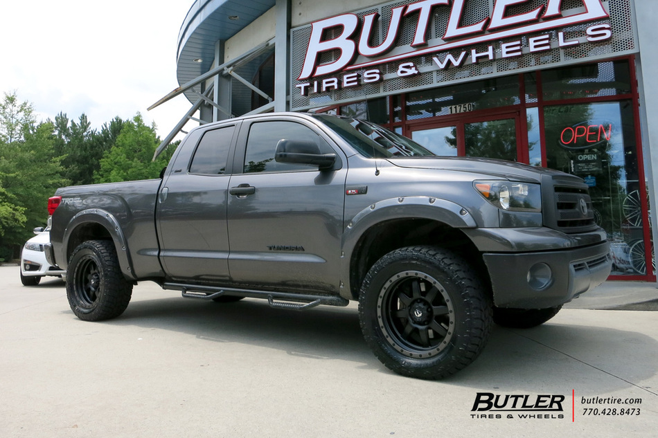 Toyota Tundra with 20in Fuel Trophy Wheels exclusively ...