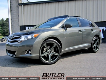 Toyota Venza with 22in Savini BM8 Wheels