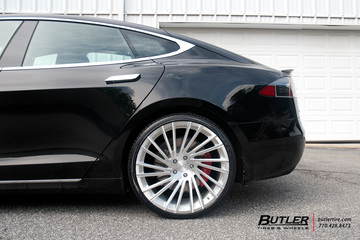 Tesla Model S P90D with 22in Lexani M119 Wheels